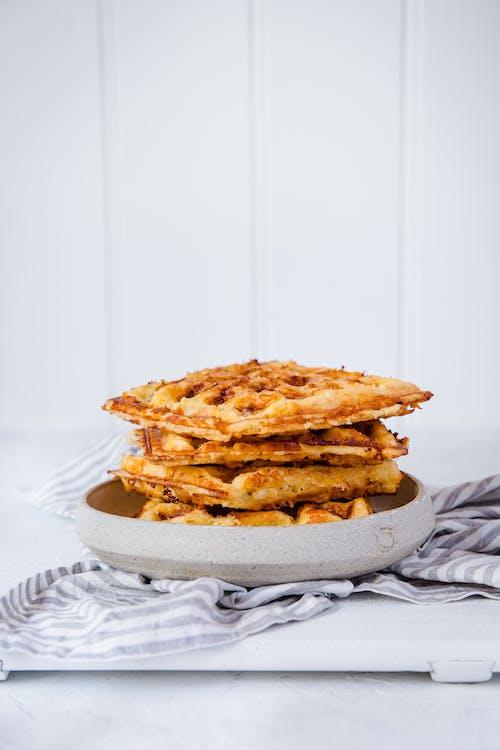 Waffles keto de queso y huevos
