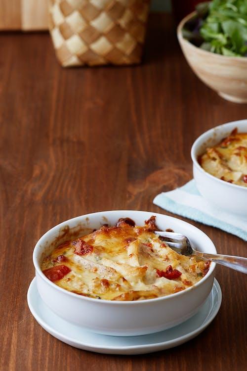 Estofado keto de pollo, queso y tomate