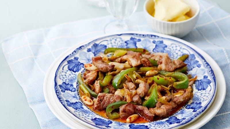 Salteado keto de cerdo y pimientos verdes