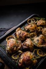 Muslos asados de pollo al limón