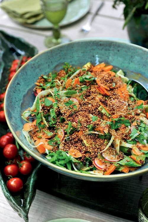 Ensalada de aguacate y rábanos con hinojo y zanahoria