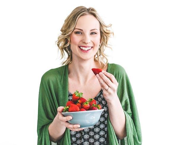 woman_strawberries