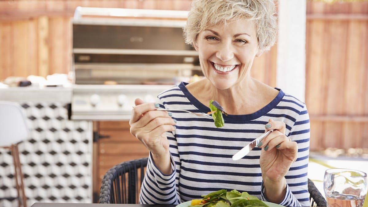 Mayor pérdida de peso y menos medicamentos en pacientes en dieta muy baja en carbos