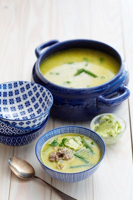Sopa de pavo con mantequilla de cilantro