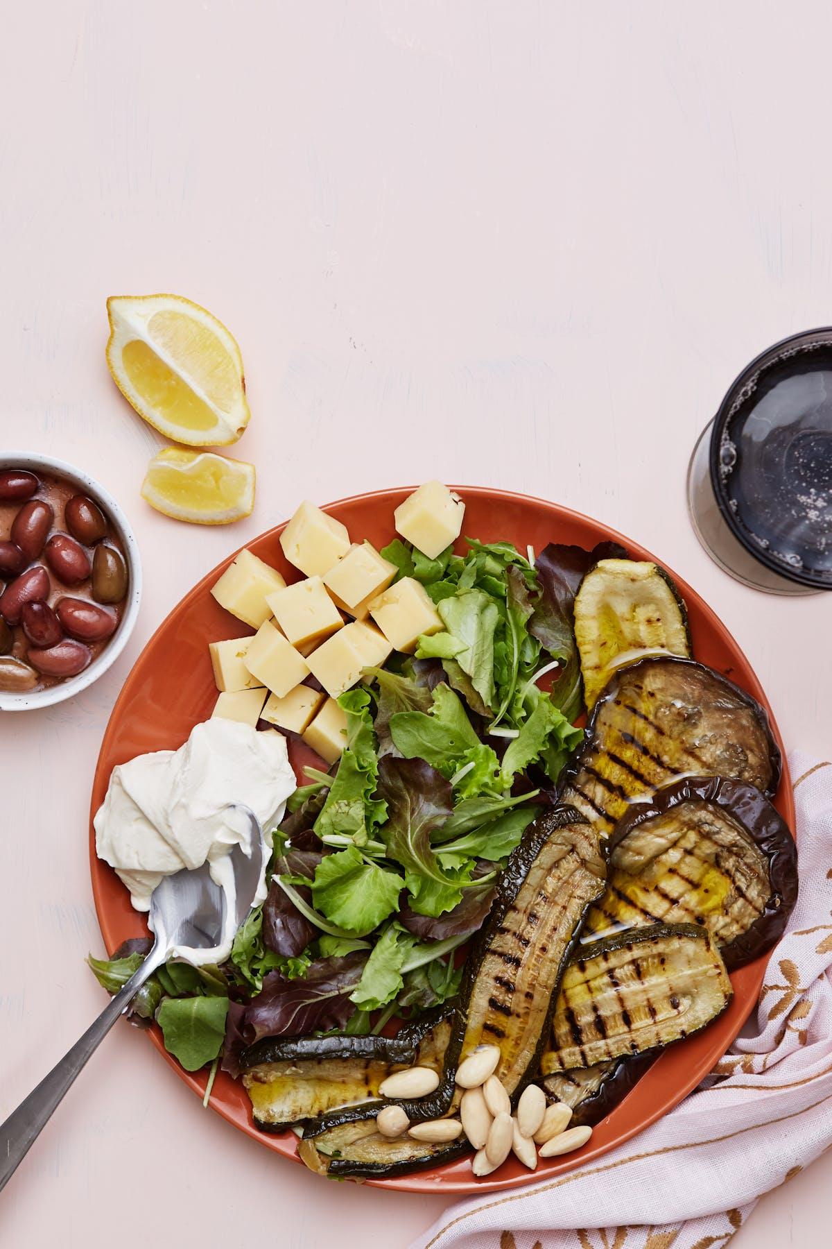 Plato low-carb de verduras parrilladas