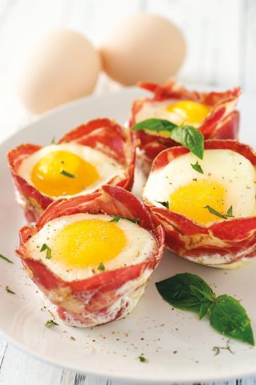 Huevos rápidos en tazas de jamón