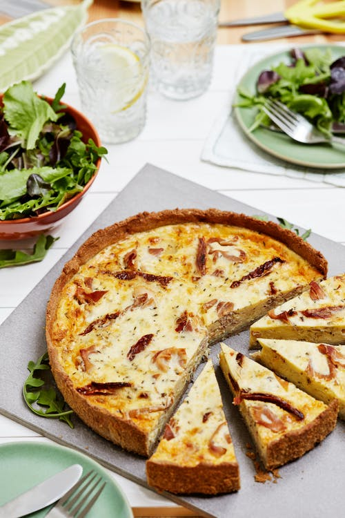 Quiche sin gluten de jamón, queso y tomates secos