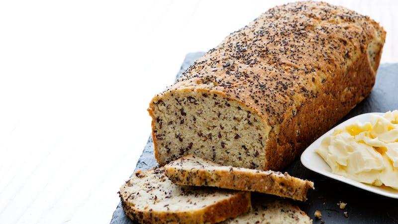 Pan de molde keto con semillas