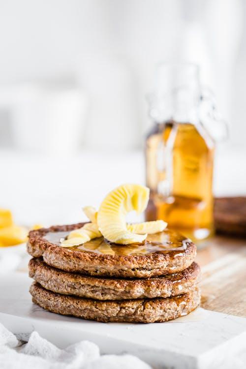 Panqueques veganos de mantequilla de almendra y chia