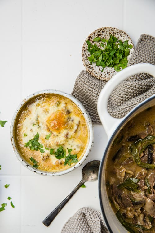 Sopa low-carb de carne y queso