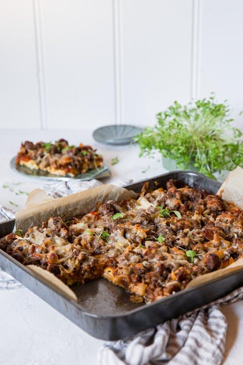 Pizza de calabacín keto gratinadada