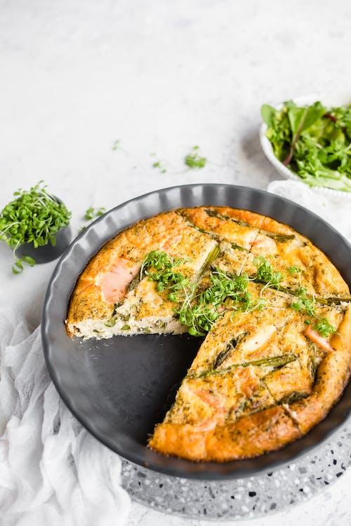 Tortilla de salmón ahumado y espárragos