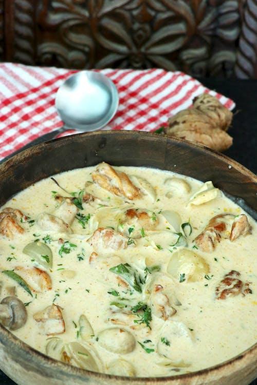 Curry de pollo al estilo Kerala con crema de coco