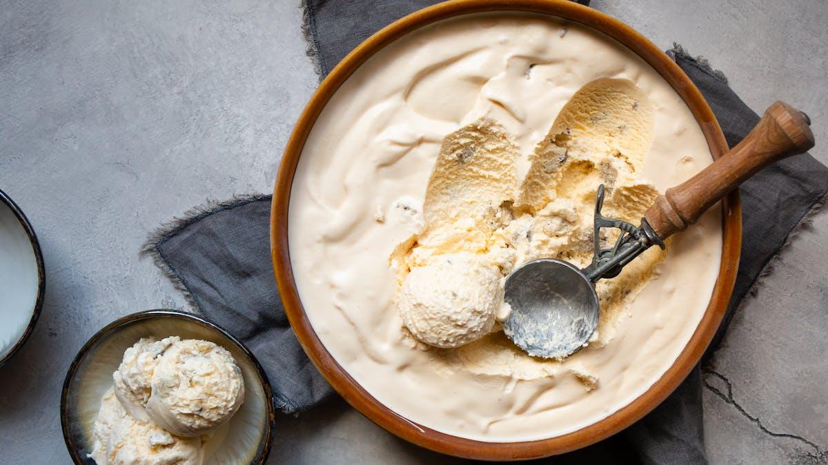 Helado low-carb de vainilla y galleta
