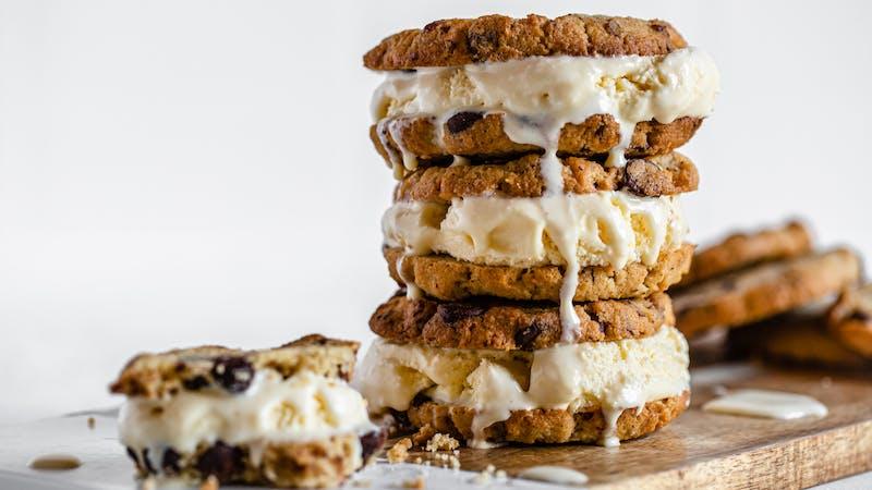 Sándwiches de galleta y helado keto
