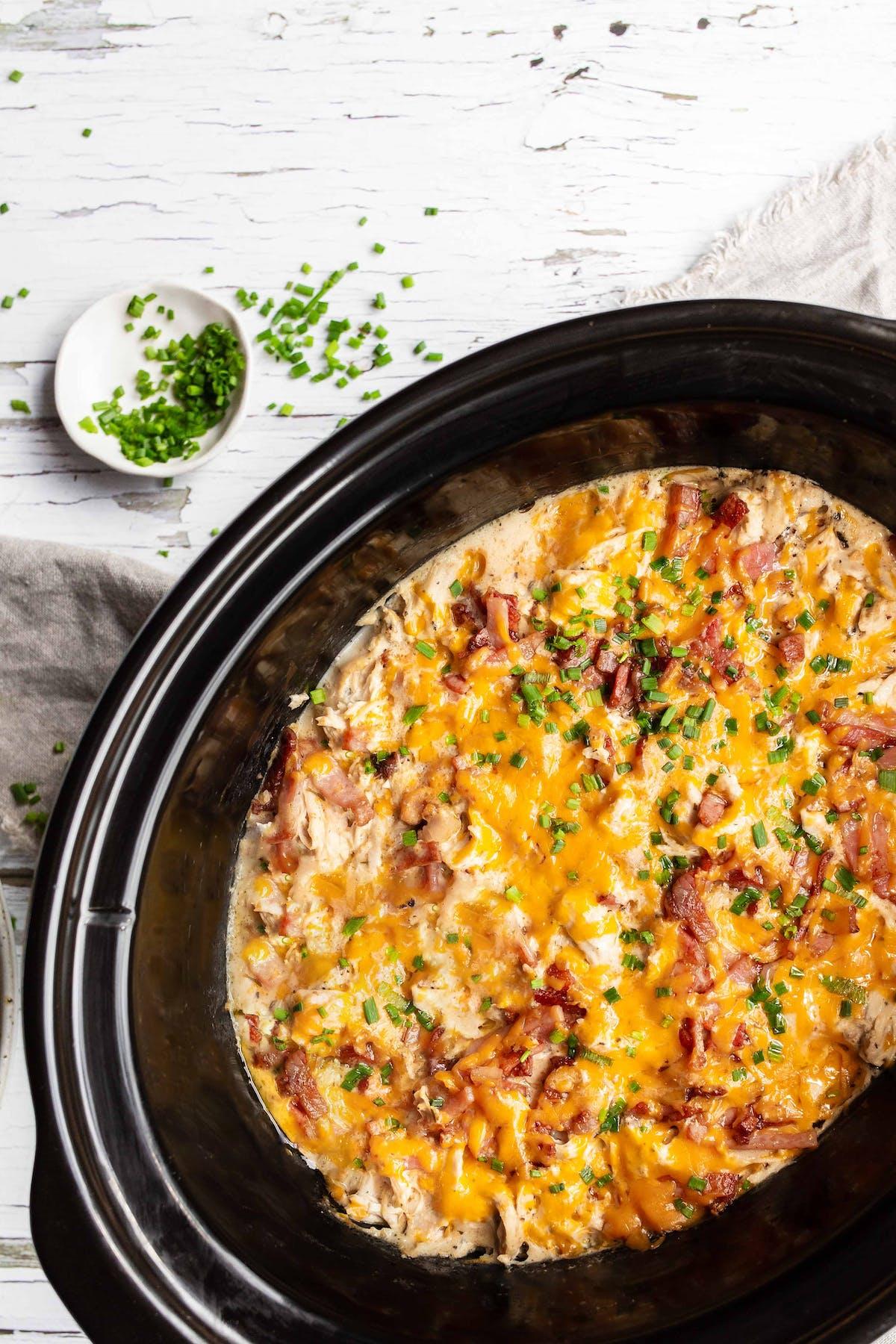 Pollo con salsa ranchera y queso