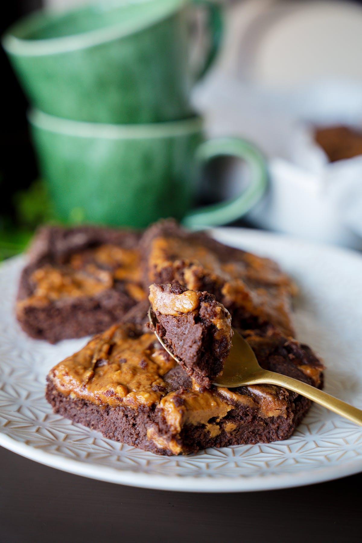 Brownie de mantequilla de cacahuete alto en proteína y low-carb