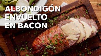 Albondigón keto envuelto en bacon