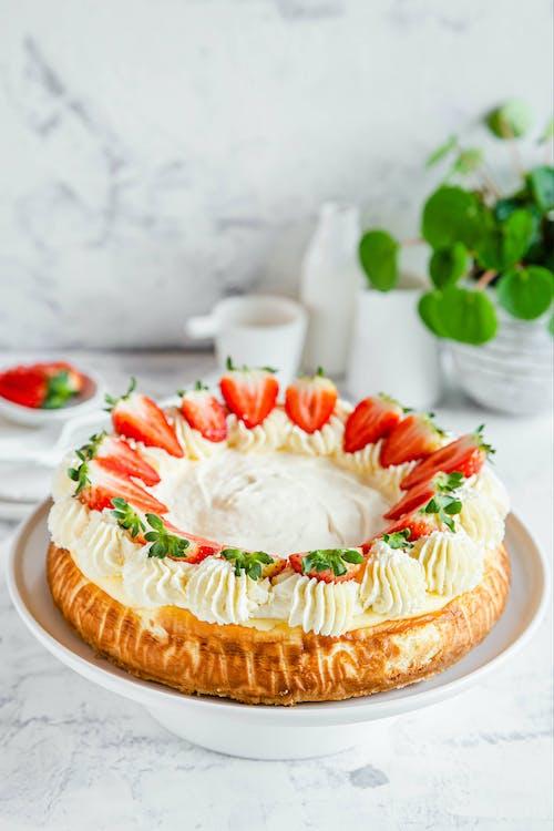 Tarta de queso low-carb con cobertura de crema agria