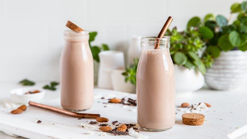 Batido de chocolate y almendras alto en proteínas