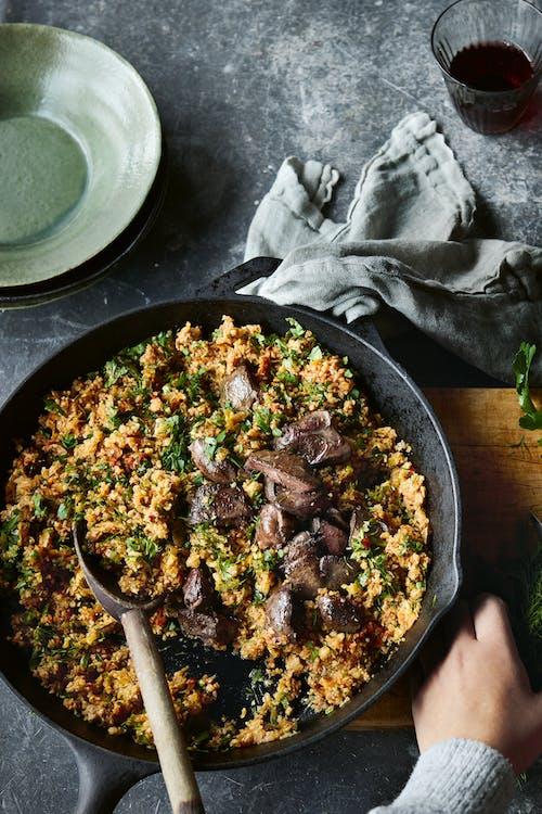 Arroz pilaf low-carb con carne