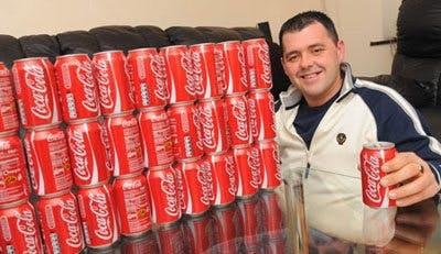 Jason Morgan med en dagsranson Coca Cola