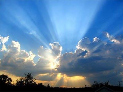 Solen går i moln