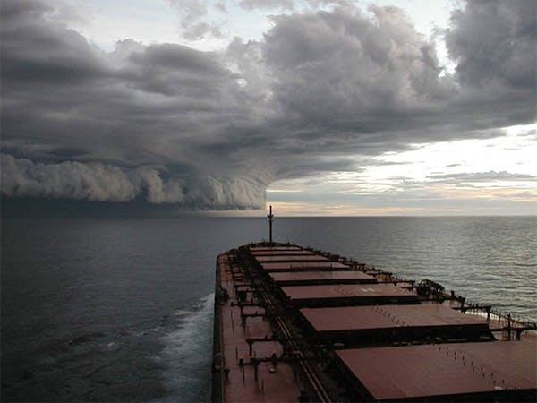 Denna oljetanker svänger långsamt