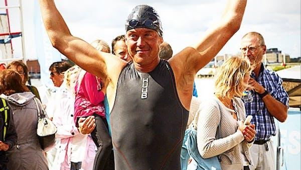 Jonas Colting i mål efter att ha simmat Stockholm - Göteborg!