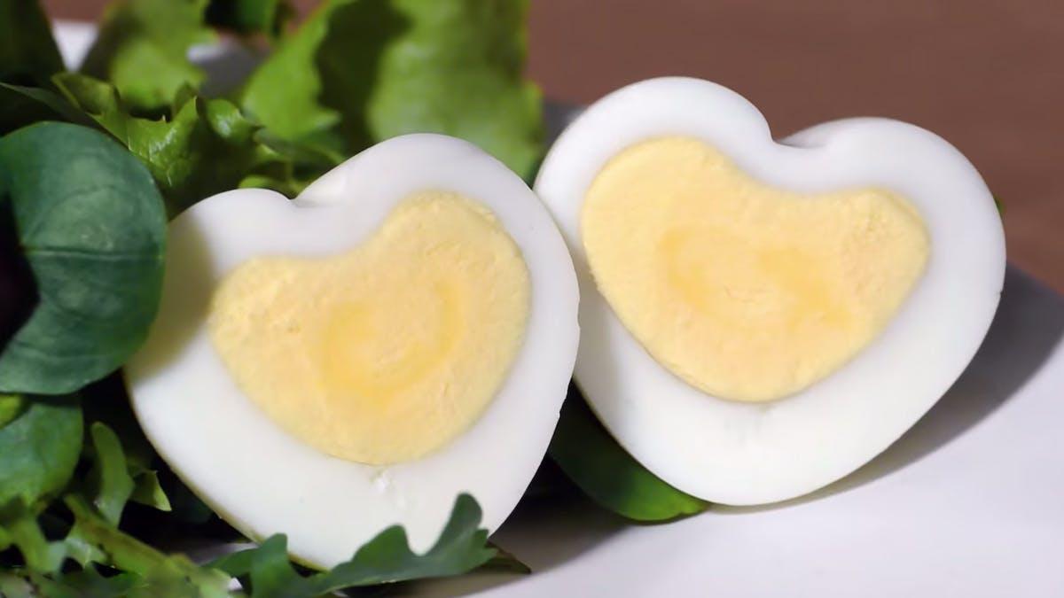 Hur du gör hjärtformade ägg till alla hjärtans dag