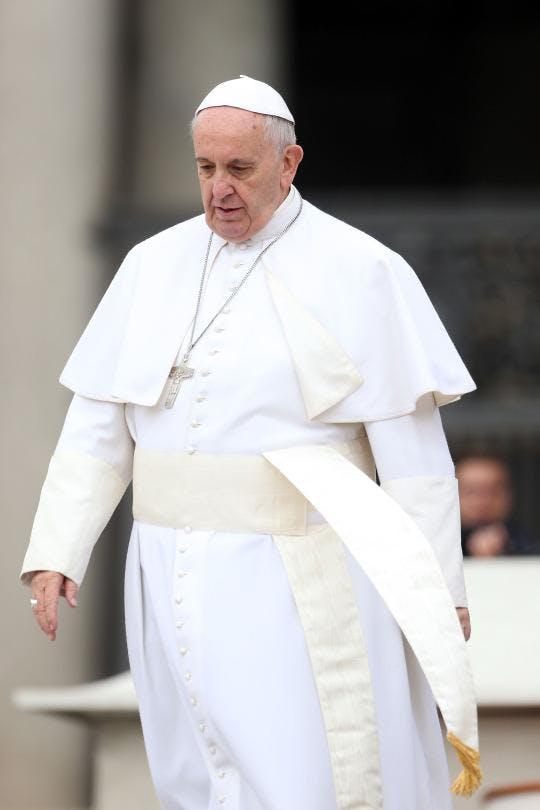 Påven tvingas äta mindre pasta