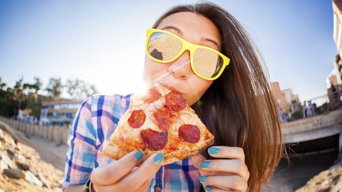 De flesta amerikaner äter mer än 15 timmar per dag