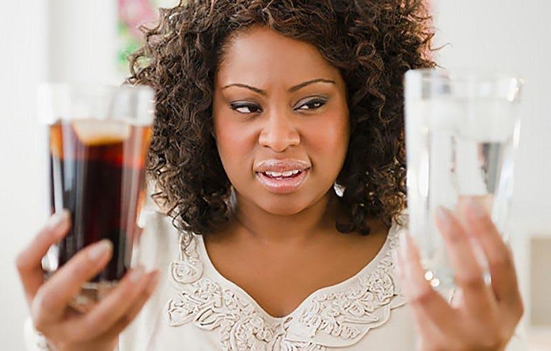 Studie: Att undvika lightdrycker hjälper kvinnor att gå ner i vikt