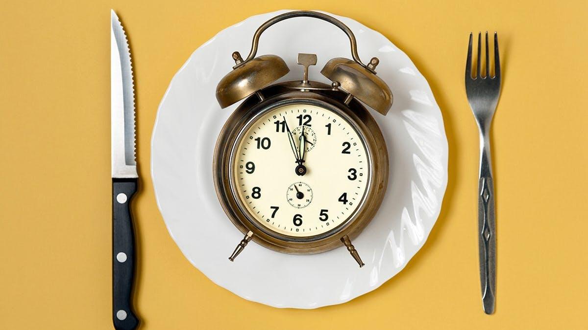 Kan man gå ner i vikt genom att äta på andra tider?