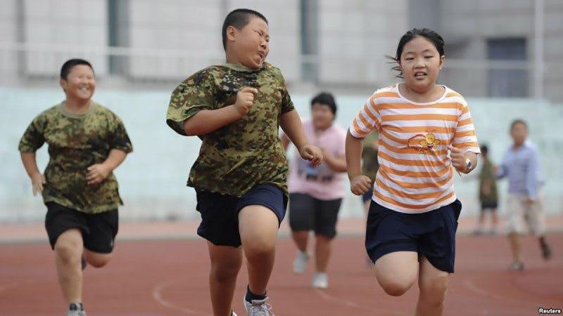 """Det handlar inte om kalorier –asiatiska barn står inför """"eskalerande"""" fetma OCH näringsbrist!"""