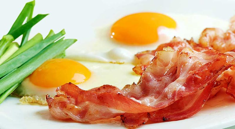 Eggs-and-bacon-on-plate-1000x550_3