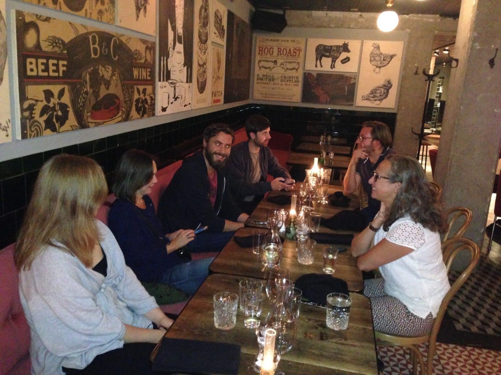 Lunch med teamet i Karlstad. Från vänster, Amanda, Annika, Johan, Simon, Alex, Anne.