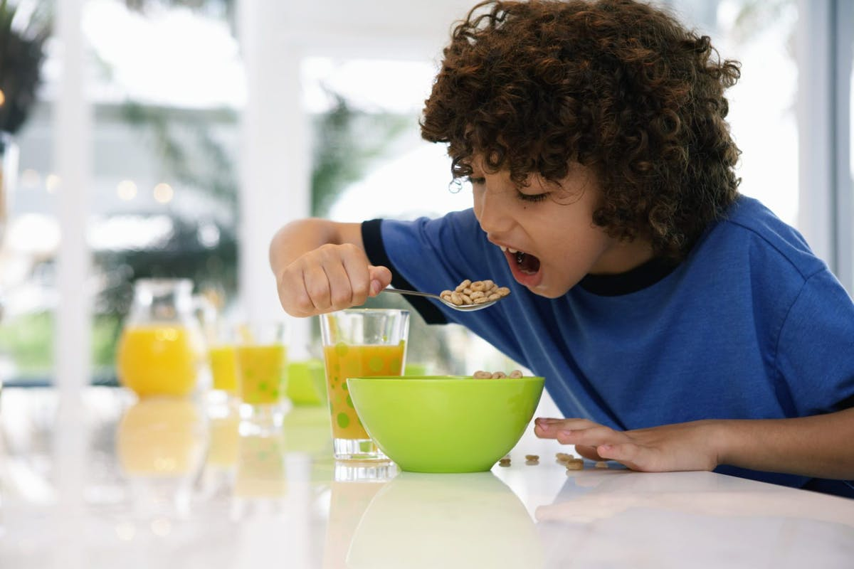 Flingor och juice – en vanlig frukost med mycket socker