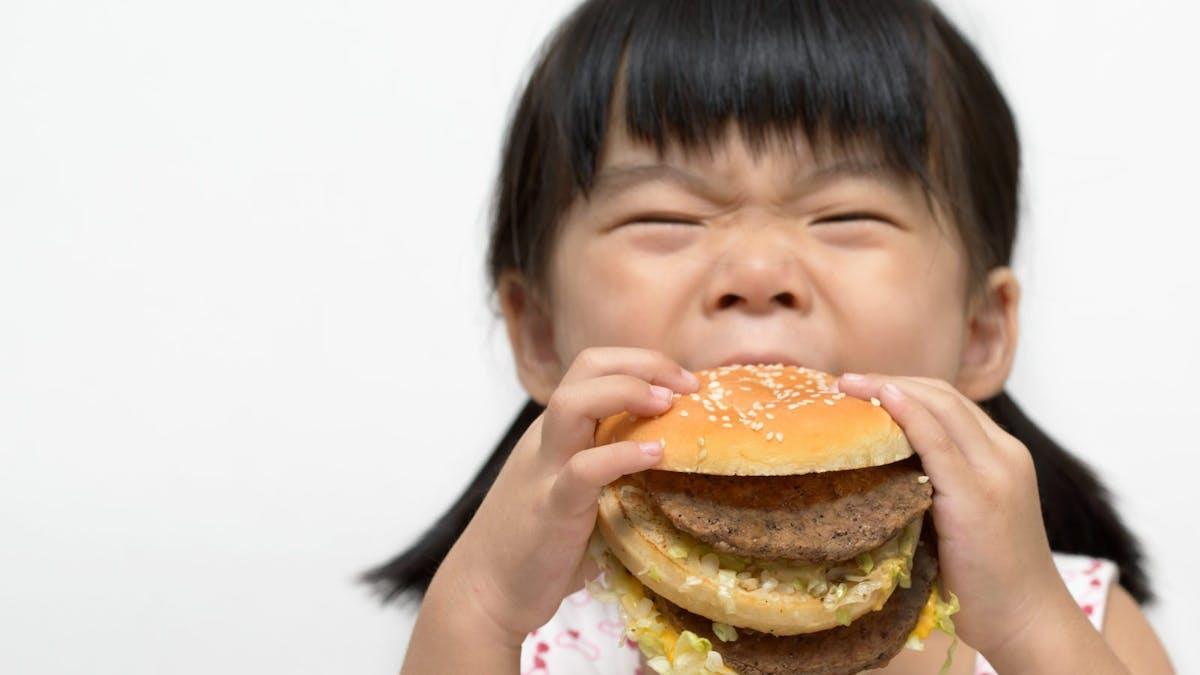 Ny studie: Sömnbrist gör att barn äter mer