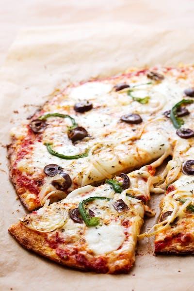 Blomkålspizza med grön paprika och oliver<br />(Middag)
