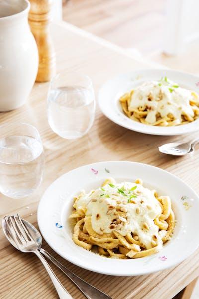 LCHF-pasta med ädelostsås<br /> (Huvudrätt)