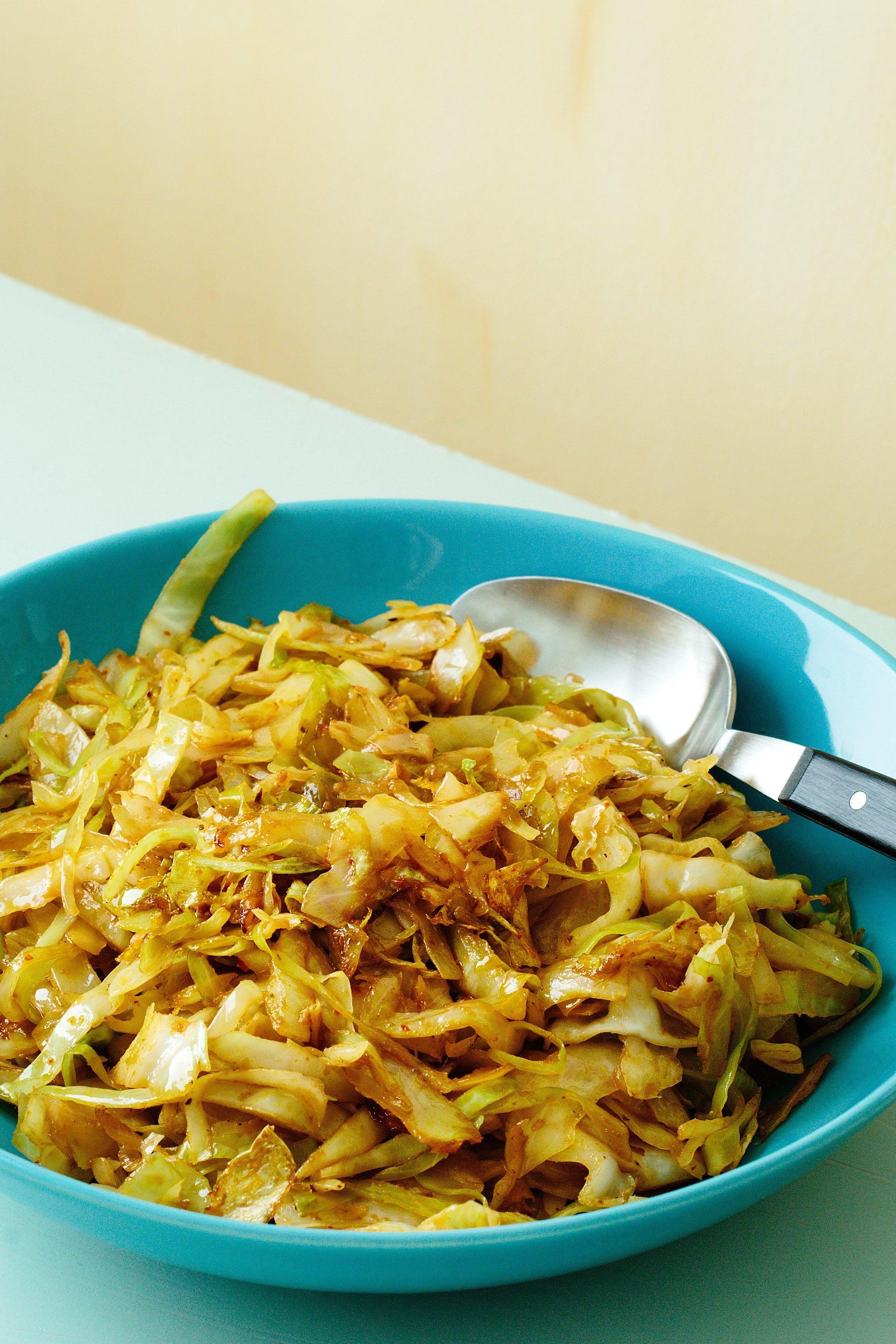 Sesamdoftande currykål
