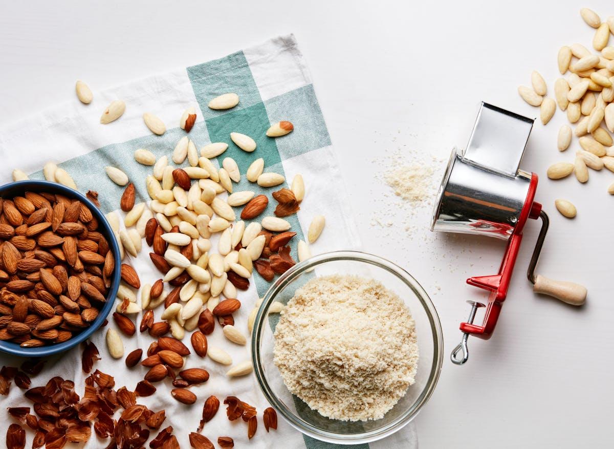 Flour, almond