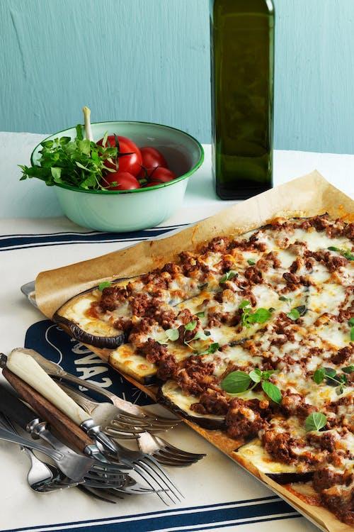 Auberginepizza med köttfärs