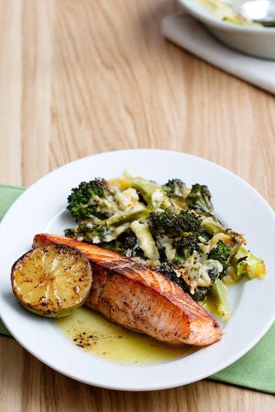 Halstrad lax med gratinerad broccoli<br />(Middag)