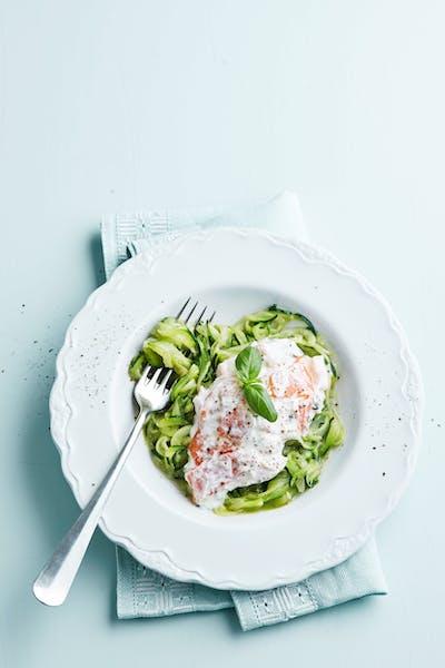 Zucchinipasta med laxsås<br />(Middag)