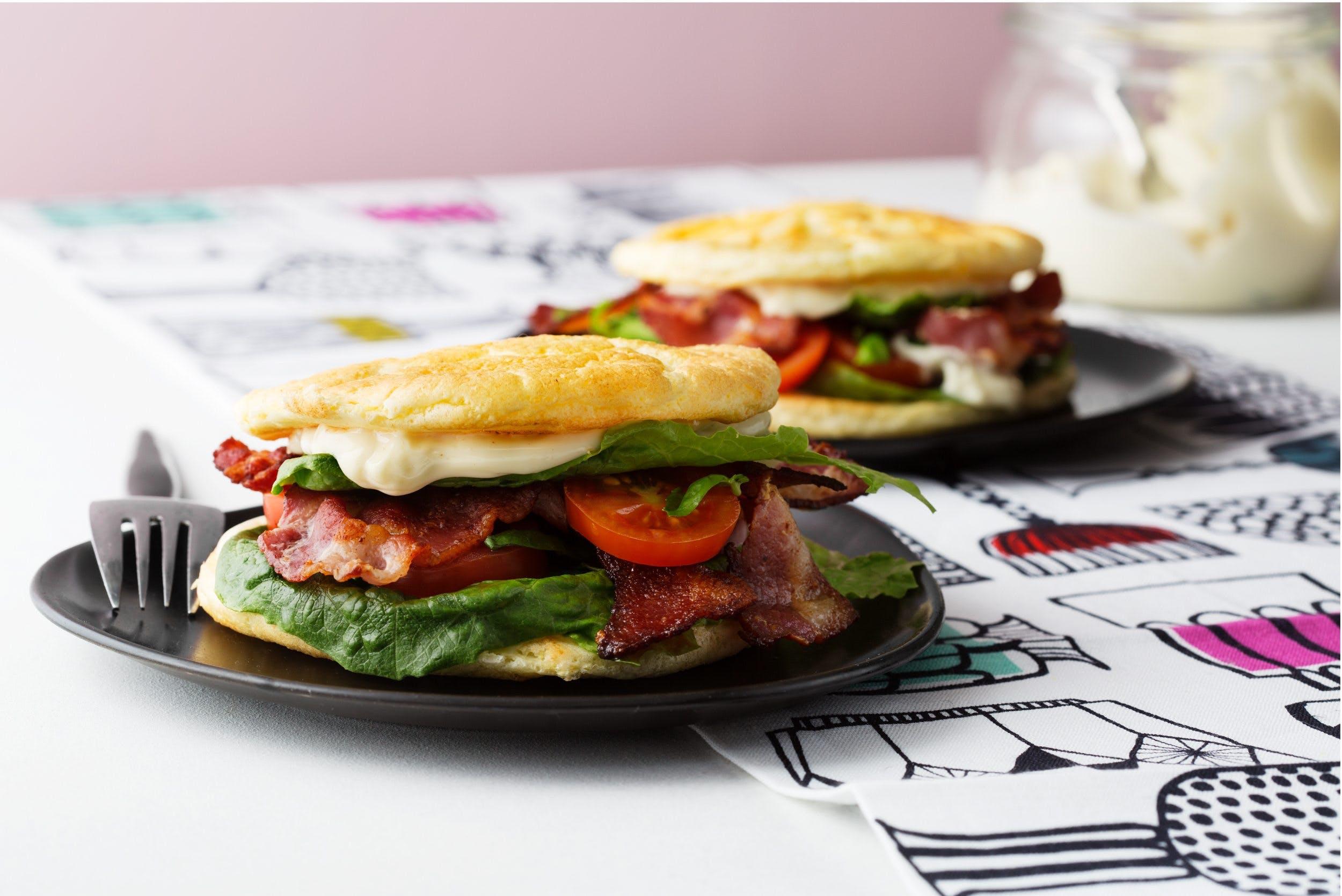 Bacon- och tomatmacka