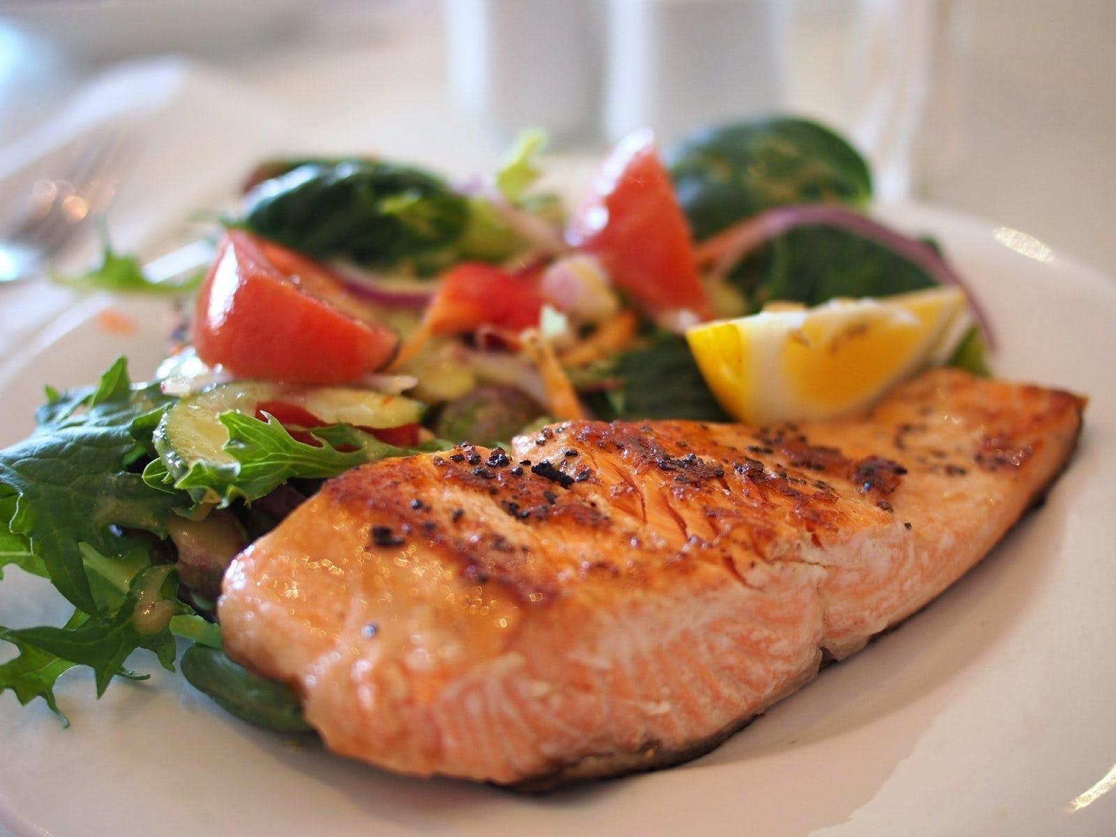 Experter: Lågkolhydratkost kan öka dina chanser att bli ...