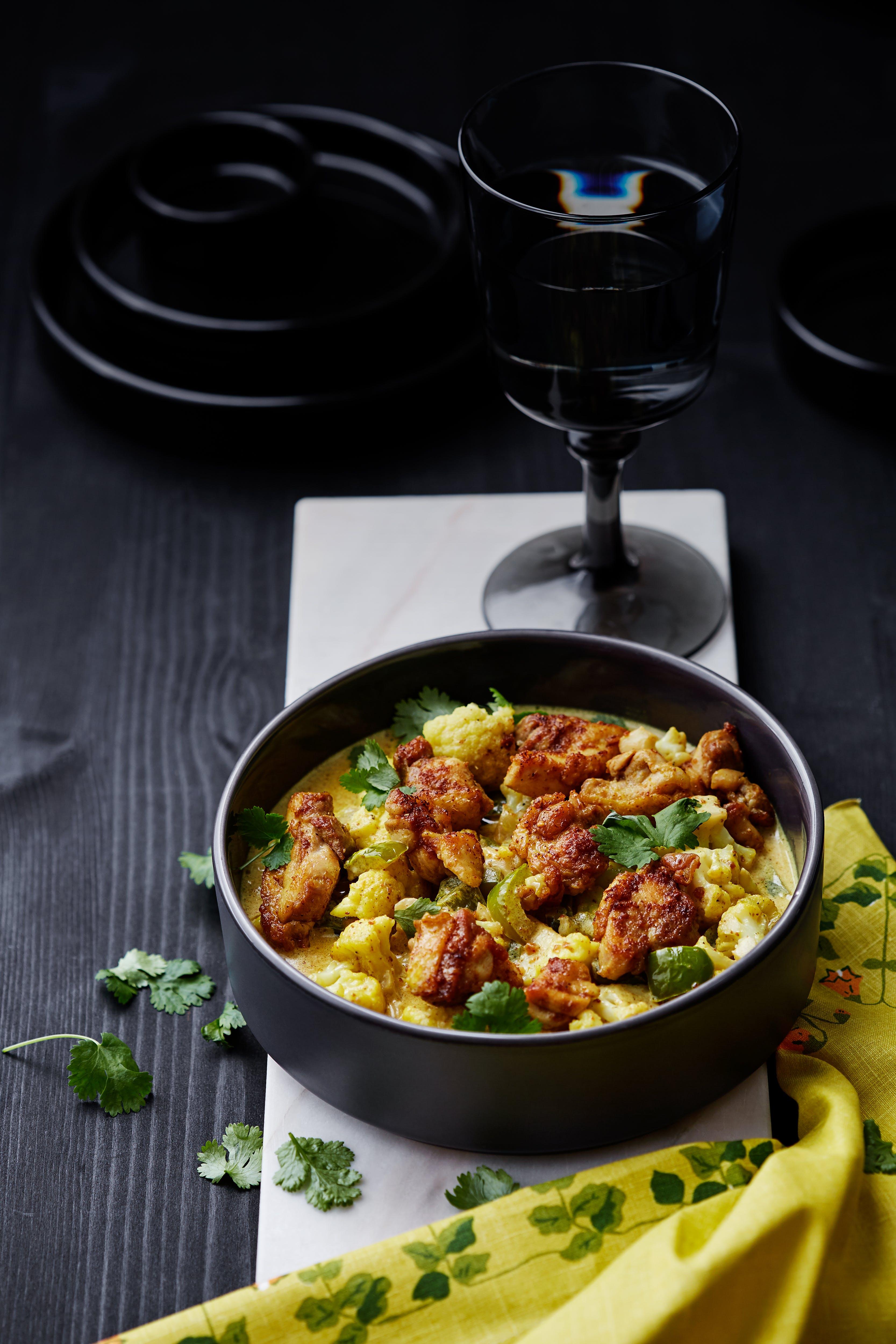 Indisk currygryta med kyckling och blomkål