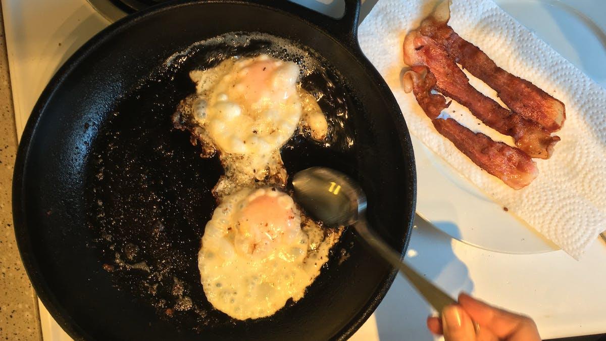 Stekta ägg till söndagsfrukost